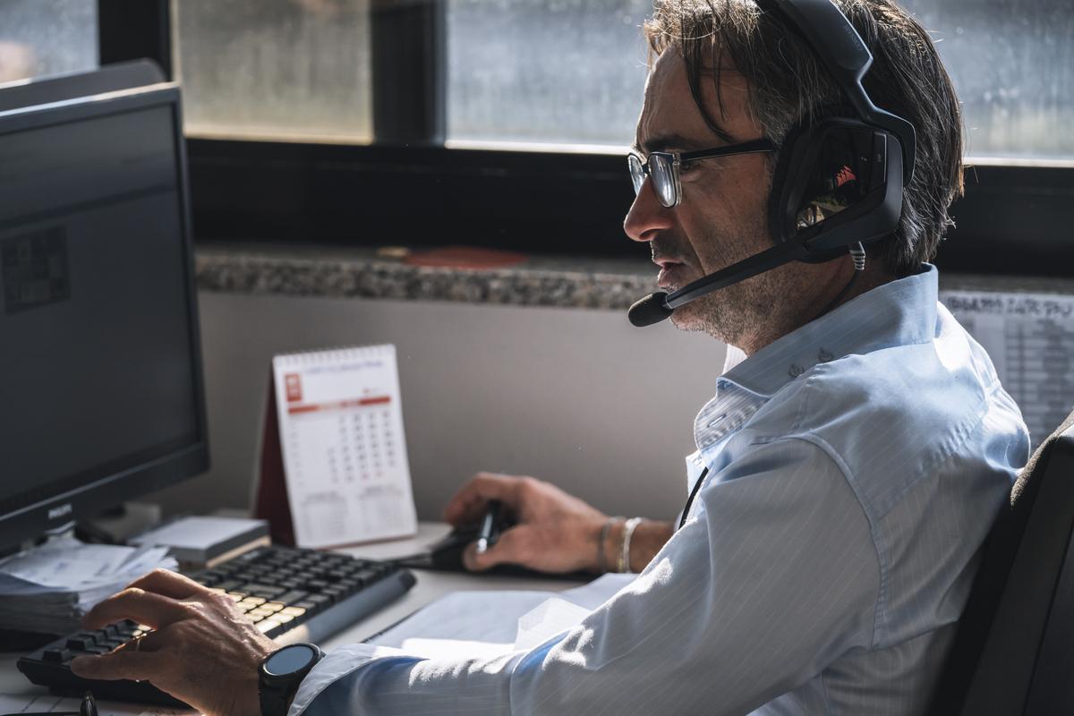 risorsa esperta al lavoro nei call center di AV Service s.p.a.